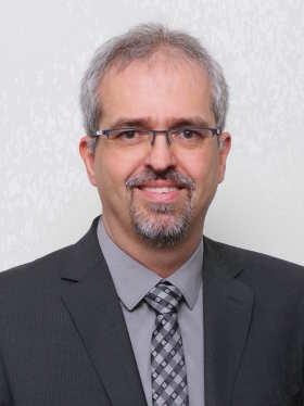 Bild von Roman Gepperth dem 1. Bürgermeister der Gemeinde Bibertal im dunklen Anzug